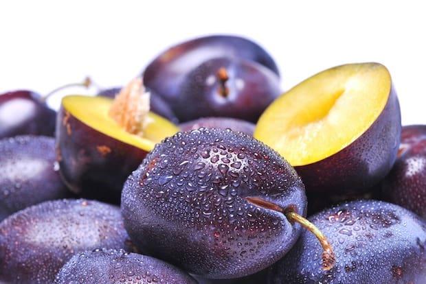 Plums prunes superfood