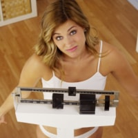 How Much Weight Can You Lose in a Month? (Realistically!)